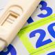 妊娠検査薬で陽性を確認、忙しくて受診できない…|専門家の見解