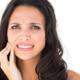 生理中の酷い腹痛と頭痛はストレスが原因?|専門家の見解