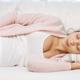妊婦におすすめの寝方は?|横向きで寝ると痛みが…|専門家の見解