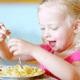 家で食べるときに急に行儀が悪くなる子ども|専門家の見解
