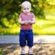あちこちに意識が移る子ども、病院を受診すべき?|専門家の見解