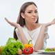 多嚢胞性卵巣症候群と診断され食事制限…いつまでする?|専門家の見解