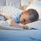 1歳の息子、1人で寝るようになるにはどうすればいい|専門家の見解