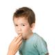 乳歯の下の歯茎から、永久歯が斜めに出てきています|専門家の見解