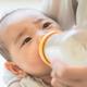 新生児に必要なミルクの量の目安は?足りない、飲みすぎのサインは?