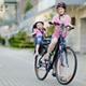 1歳の子ども、真夏に何も被らず自転車に乗せるのが不安です|専門家の見解