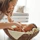 生後1ヶ月の息子、寝付きが悪く母乳を与えても中々寝ません|専門家の見解