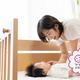 自宅ではベビーベッドの赤ちゃん、実家では何に寝かせる?【お悩み相談】