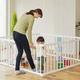 はいはいやつかまり立ち…動き回る赤ちゃんのための安全対策!ベビーサークル・ゲート