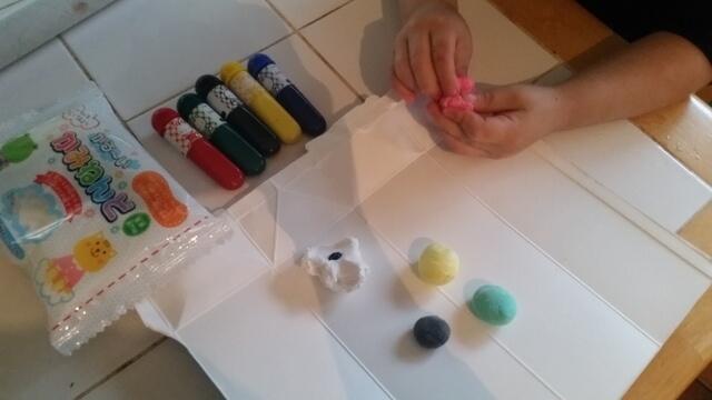 粘土への色づけの方法(オリジナル),粘土,工作,鯉のぼり