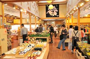 どんぐりの里いなぶ店内,愛知県,道の駅,名産品