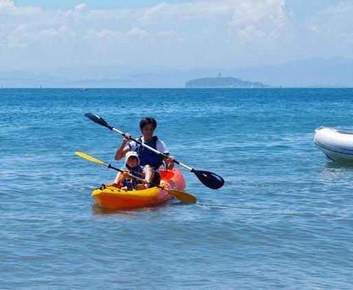 カヤックをする親子,沖縄,子ども,マリンスポーツ