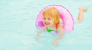 泳いでいる子ども,子ども,喘息,スイミング