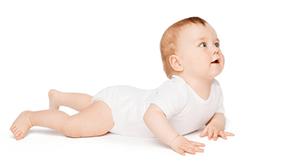 赤ちゃんが這っている,8カ月,発育,発達