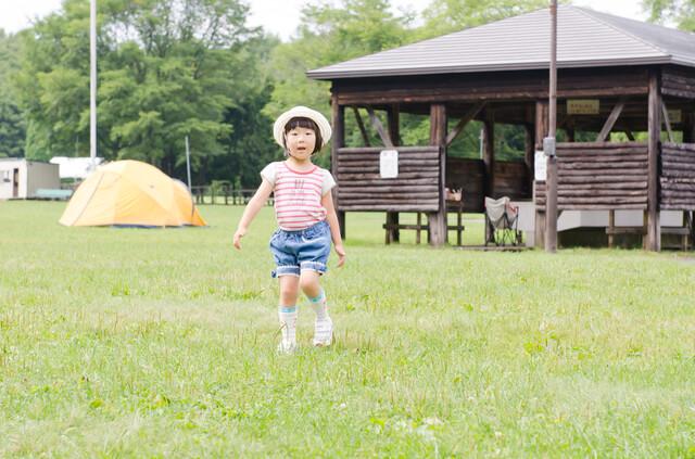 走る 子ども,静岡,キャンプ場,