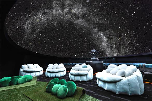雲シートと芝シート,プラネタリウム,サンシャイン,