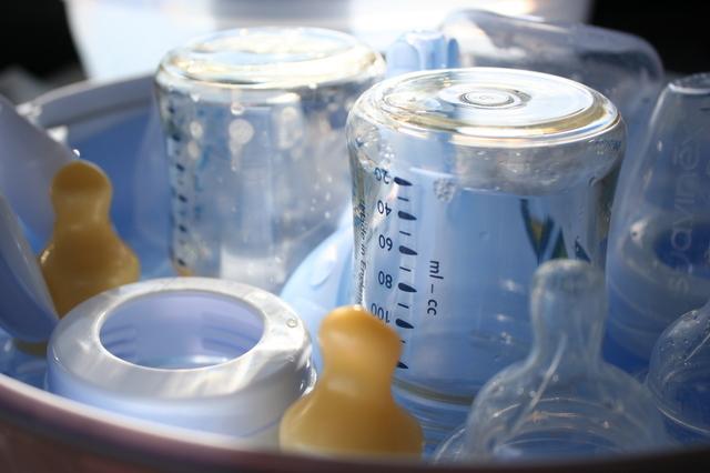 食器かごの中の哺乳瓶,哺乳瓶,除菌,方法