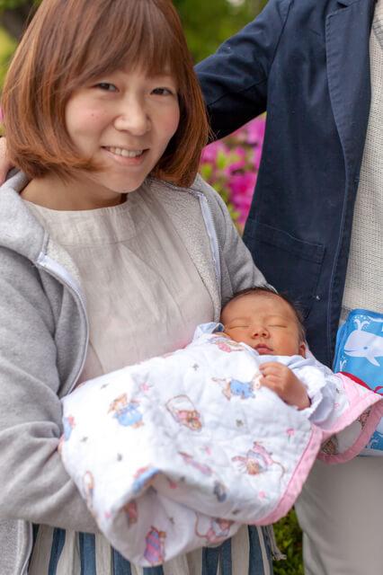 出産後退院するママ,出産,退院,服装