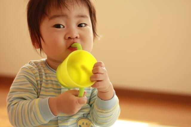 赤ちゃんとコップ,赤ちゃん,コップ練習 ,おすすめ