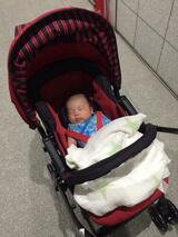 ベビーカーで眠る新生児,コンビ,メチャカルハンディ,