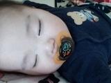 おしゃぶりをしながら眠る赤ちゃん,テテオ,おしゃぶり,