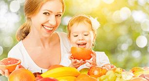 オレンジを食べる親子,葉酸,食べ物,