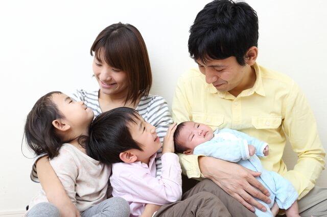 赤ちゃんを抱っこしているパパと家族,鬼怒川温泉ホテル,口コミ,