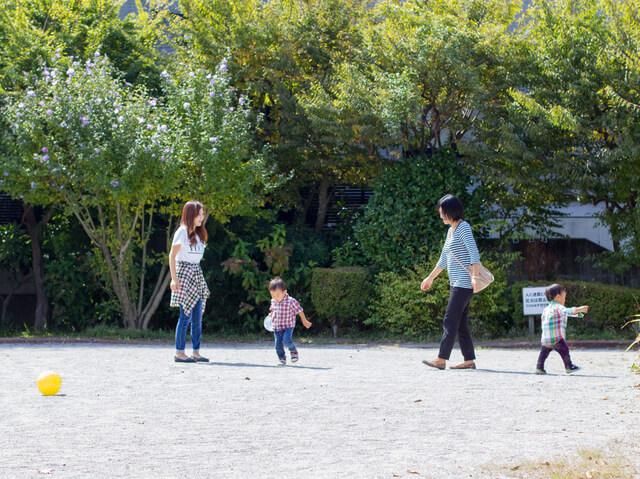 公園で遊ぶママと子ども達,保育園,幼稚園,トラブル