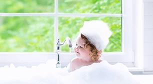 お風呂にはいる子ども,赤ちゃん,お風呂,水分補給