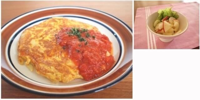 じゃがいものオムレツトマトソース&セロリとりんごのサラダ,夕飯,献立,