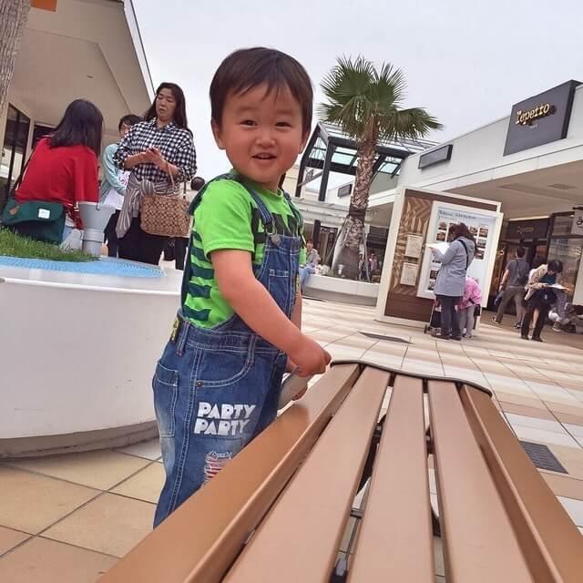 【オリジナル】アウトレットで遊ぶ男の子,子供服,BREEZE,