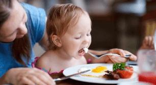 食事をする子ども,子ども,食事,