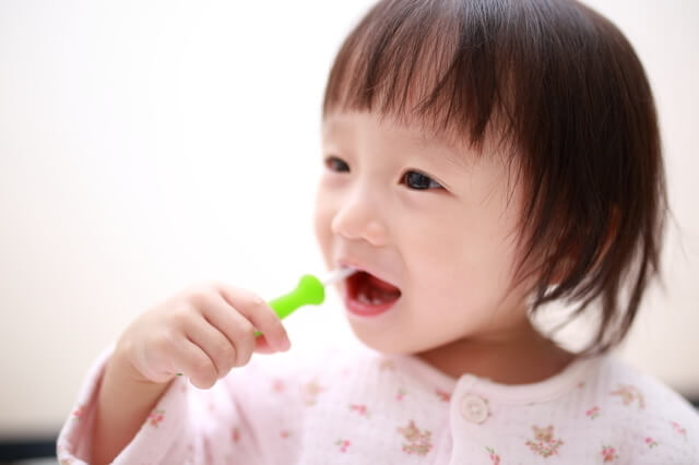 歯磨きする子どもイメージ,子ども,おやつ,