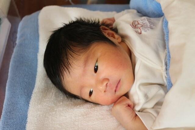 新生児,赤ちゃん,ガーゼ,