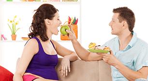 食事をする夫婦,後期,つわり,
