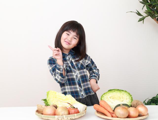 野菜を並べる女の子,お弁当,冷凍食品,