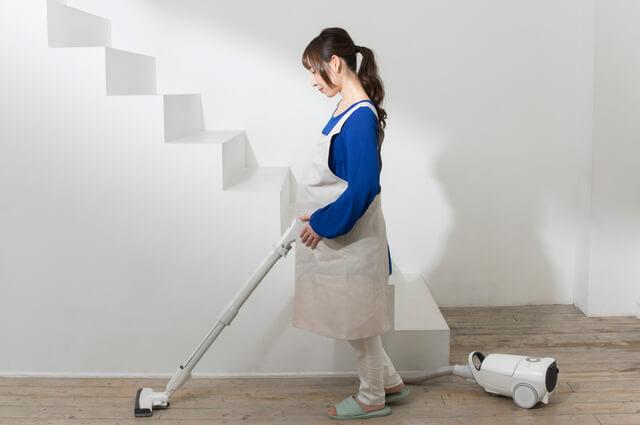 掃除をする妊婦さん,産休,過ごし方,