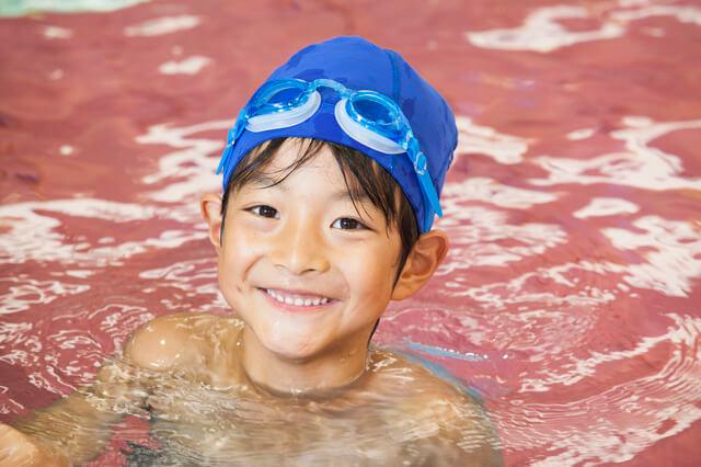 プールで笑顔の男の子,愛知県,赤ちゃん,プール
