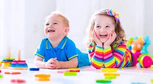 微笑む子どもたち,1歳,言葉,