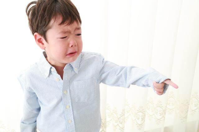 泣く子ども,子育て,イライラ,