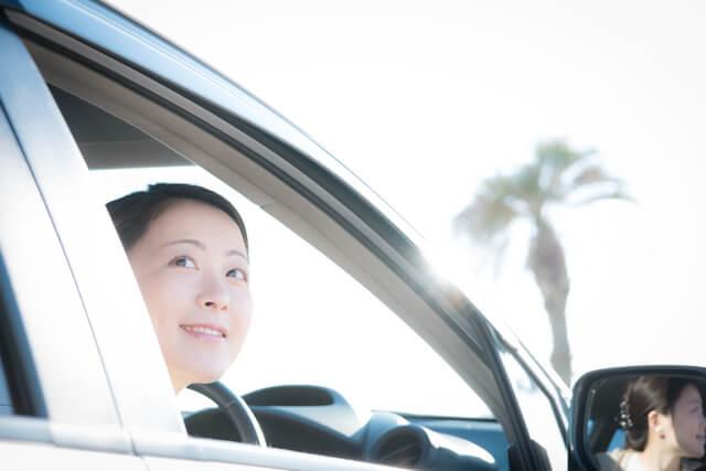ドライブする女性,子育て,イライラ,