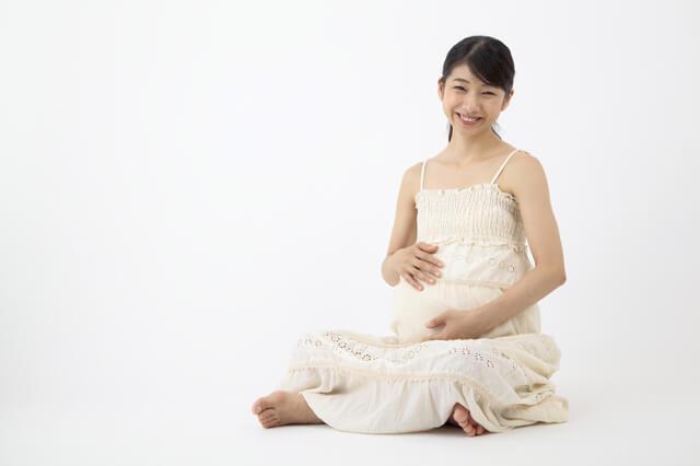 笑顔の妊婦さん,妊娠,胸,