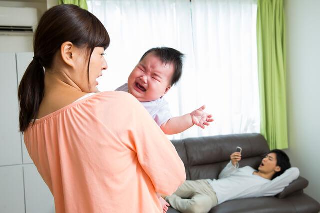 泣いている赤ちゃん,子育て,イライラ,