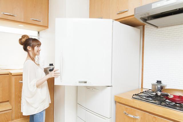 冷蔵庫を開ける女性,お弁当,アスパラ,