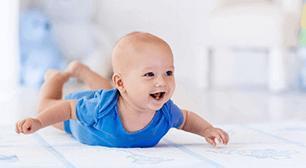 背筋ポーズの赤ちゃん,赤ちゃん,玉袋,