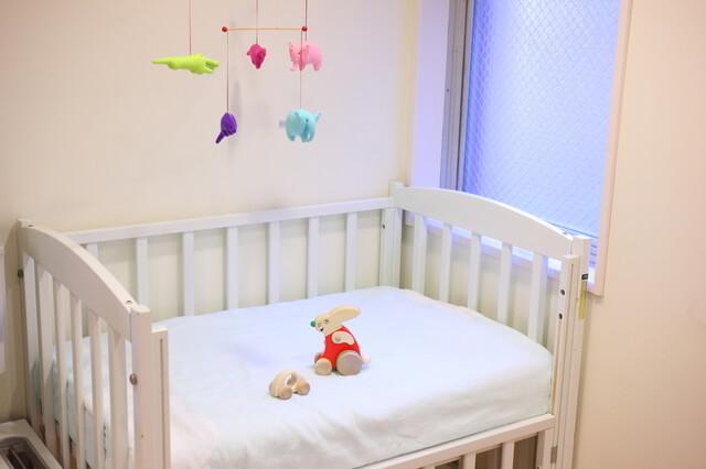 白いベビーベッド,赤ちゃん,準備,ベビーベッド