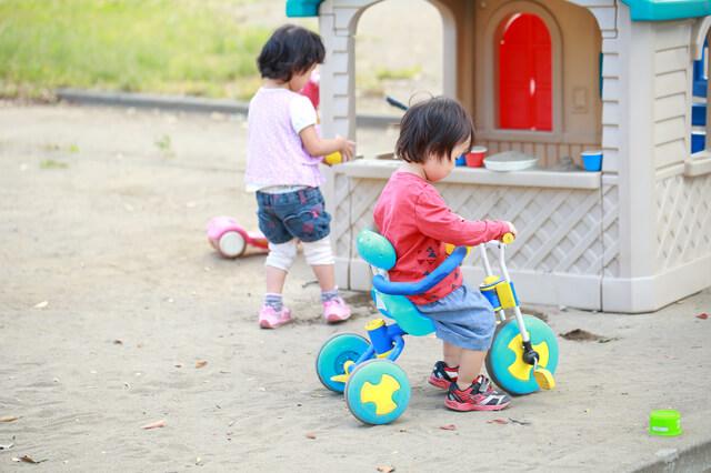 屋外で遊ぶ子ども,良い,保育園,選び方