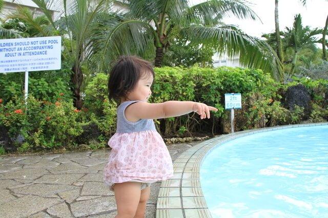 海外リゾートにいる赤ちゃん,子連れ,海外旅行,