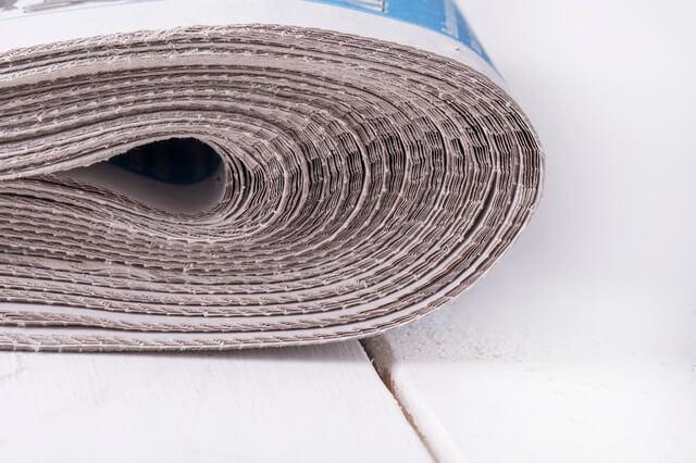 新聞紙,子ども,室内遊び,新聞紙遊び