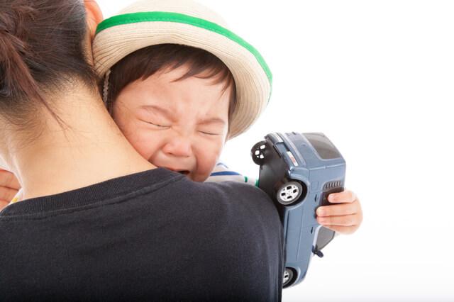 保育園で泣く幼児,慣らし保育,